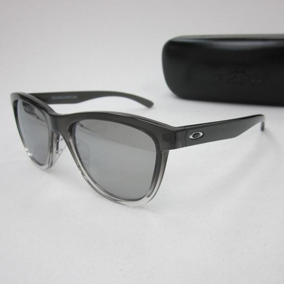 aee192e294 Oakley Moonlighter 9320-07 Women Sunglasses OLN148.  M 5b0ece20a4c48540d4b96e8a
